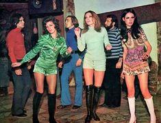 Groovy Sixties: 24 Fabulous Photos Defined The Women's . Groovy Sixties: 24 Fabulous Photos Defined the Women's womens fashion - Woman Fashion 1960s Fashion Women, 60s And 70s Fashion, 70s Inspired Fashion, Moda Fashion, Retro Fashion, Vintage Fashion, Womens Fashion, Fashion Fashion, 1960s Fashion Hippie