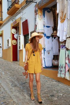 Silvia from blog Barbatac - shopping in Ibiza