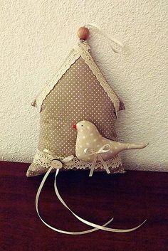 jarný vtáčik s domčekom
