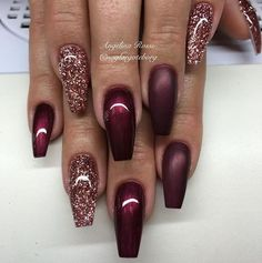 Bordo, czerwień i odcienie różu - piękne stylizacje manicure z połyskiem na wrzesień