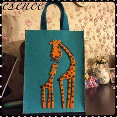 Esence: Keçe Çantalarkeçe çanta, keçe, çanta, felt, feltro, felt bag Kids Bags, Diy Crafts, Felt Crafts, Reusable Tote Bags, Purses And Bags, Applique, Quilts, Handbags, Sewing