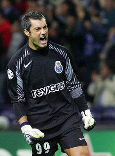 Vítor Baía (Goalkeeper) won 33 competitions in the service of Football Club of Porto (Portugal) and FC Barcelona (Spain) and became the most titled player in the history of world football. World Football, Football Kits, Good Soccer Players, Football Players, Portugal Soccer, Fc Barcelona, Fc Porto, Bus Travel, Vintage Football