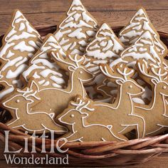 Beautiful decorated cookies with minimal icing. The flood pattern on the trees is gorgeous. Christmas Biscuits, Christmas Tree Cookies, Christmas Gingerbread House, Xmas Cookies, Iced Cookies, Christmas Cupcakes, Gingerbread Cookies, Sugar Cookies, Gingerbread Houses