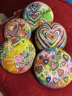 Easy paint rock for try at home (stone art & rock painting ideas Heart Painting, Pebble Painting, Pebble Art, Stone Painting, Painting Art, Rock Painting Ideas Easy, Rock Painting Designs, Stone Crafts, Rock Crafts