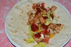 Vynikajúca zdravá a rýchla tortilla. Vyskúšajte namiesto klasických fast-foodovych. Tacos, Mexican, Ethnic Recipes, Food, Essen, Meals, Yemek, Mexicans, Eten