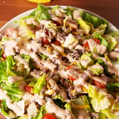 This low-carb cheeseburger salad tastes EXACTLY like a Big Mac. #bigmacsalad #cheeseburgersalad #mcdonaldscopycat #delish