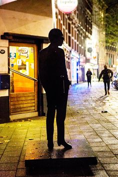 Iconic shadow eternalized (2014). A life statue of Jules Deelder near cafe Ari, Rotterdam. Artist: Lenny Oosterwijk. Producer: Mothership