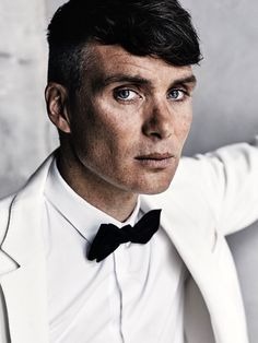 Cillian Murphy - With his famous Peaky Blinders haircut and his beautiful blue eyes - shoot for GQ Magazine 💙 Beautiful Blue Eyes, Gorgeous Men, Red Right Hand, Cillian Murphy Peaky Blinders, Foto Portrait, Foto Art, Raining Men, Tom Hardy, Attractive Men