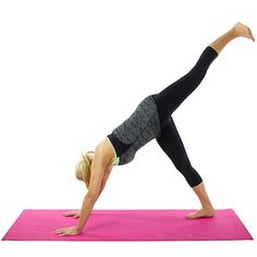 This downward dog split pose is the perfect stretch for your Saturday afternoon. Check out more yoga poses on our fitness index. Basic Yoga Poses, Yoga Poses For Beginners, Downward Dog, Skinny Mom, Yoga Moves, Restorative Yoga, Yin Yoga, Yoga Sequences, Yoga Videos