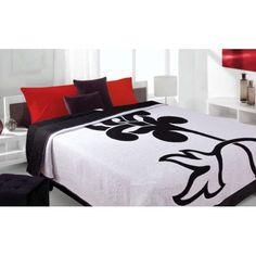 Luxusný obojstranný prehoz na posteľ biely s čierným kvetom
