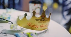 tilt shift lens photography of gold paper crown on top of white wooden table cake Office Birthday, Birthday Bash, Birthday Celebration, Happy Birthday Wishes For Her, Happy Birthday Images, Birthday Cake With Photo, Paper Crowns, Cake Delivery, Cake Online