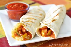 These Chicken Fajita Wraps are so scrumptious! Just staring at the pictures as I type this, is making me wish I had one right now! They were a delicious alternative to my favorite fajitas, but I think I might like Mexican Dishes, Mexican Food Recipes, Chicken Fajita Wraps, Tacos And Burritos, Fajita Recipe, Comida Latina, Fast Easy Meals, Dinner Is Served, Wrap Recipes