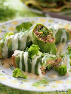 Smaczna Pyza: Zielone naleśniki z wołowiną, brokułami i sosem se... Quesadilla, Dumplings, Crepes, Fresh Rolls, Risotto, Sushi, Pancakes, Baking, Ethnic Recipes