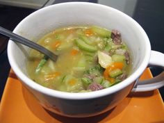 Sopa de carne com legumes : http://pt.petitchef.com/receitas/prato-principal/sopa-de-carne-com-legumes-fid-1425517