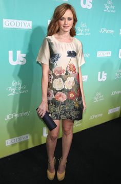 Alexis Bledel went for a spring-themed outfit that night and chose a bright yellow color for her shoes and a cheerful floral print for her Stella McCartney silk dress