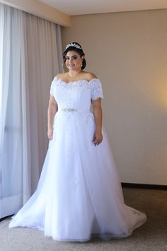 Vestido de Noiva Plus Size Coleção La Fiancée Noivas 2017 Brasília - Lago Su. Plus Size Brautkleid La Fiancée Bridal Collection 2017 Brasília - Lago Sul Buchen Sie Ihre Zeit / (WhatsApp… Plus Size Wedding Gowns, Evening Dresses Plus Size, Dream Wedding Dresses, Bridal Dresses, Bridesmaid Dresses, Pageant Dresses, Princess Wedding, Wedding Bride, Lace Wedding