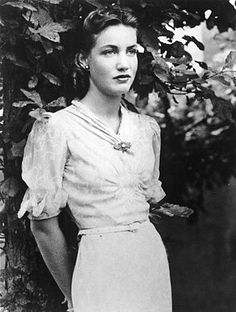 Little Edie Beale of Grey Gardens when she was young.
