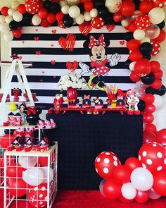Festa da Minnie vermelha: 85 ideias para celebrar com charme Mickey Mouse Birthday Decorations, Mickey 1st Birthdays, Minnie Mouse Birthday Cakes, Mickey Mouse Clubhouse Birthday, Mickey Mouse Cupcakes, Mickey Mouse Parties, Mickey Birthday, Mickey Party, Disney Parties