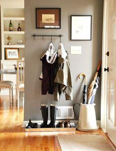 COZY LITTLE HOUSE: Creating An Entryway In A Small Home