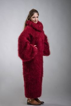 Fuzzy hand knitted mohair sweater dress with extra long turtleneck by SuperTanya ®. Here you will findhand knitted mohair turtleneck ,crew neck ,V neck and othersweaters. Gros Pull Mohair, Big Wool, Red Fur, Weave Styles, Angora, Maxi Robes, Mohair Sweater, Sweater Outfits, Sweater Dresses