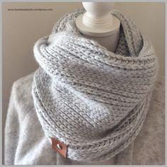 Met slechts 3 bollen Julia wol, haak je deze stoere Col. Het patroon vind je hier, haakt lekker makkelijk weg. En op de blog van Sarah, vind je nog veel meer inspiratie. Ten opzichte van het patroo… Crochet Wool, Crochet Winter, Crochet Cardigan, Crochet Scarves, Diy Crochet, Crochet Shawl, Crochet Clothes, Crochet Ideas, Crochet Fashion