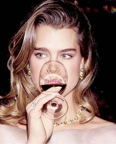 Ya es políticamente correcto?  #Holidays : @veronicabeard . . . #holidays #friday #friyay #happy #strong #love #cute #like #wine #model via MARIE CLAIRE MEXICO MAGAZINE OFFICIAL INSTAGRAM - Celebrity  Fashion  Haute Couture  Advertising  Culture  Beauty  Editorial Photography  Magazine Covers  Supermodels  Runway Models