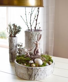 Make Easter decorations yourself - paint Easter eggs in black and whitePaint Easter eggs in a black and white look. 11 ideas for DIY decoration for Easter. The Easter decoration is also suitable for tinkering Diy Easter Decorations, Decoration Table, Christmas Decorations, Diy Osterschmuck, Seasonal Decor, Holiday Decor, Diy Crafts To Do, Diy Ostern, Easter Crafts