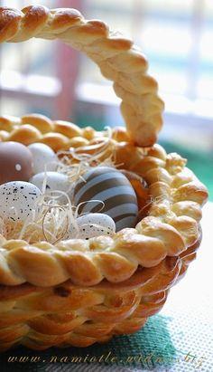 Challah basket for Easter, Easter Egg Basket Cake, easter egg decor ideas, Easter party ideas #2014 #Easter #eggs #bunny #rabbit #recipes #crafts www.loveitsomuch.com