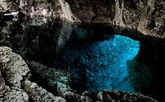 A cave at The Grotto Tobermory, Canada. Tunnel opens out into the bay Tobermory Ontario, Tobermory Canada, Great Places, Places Ive Been, Georgian Homes, True Romance, Fantasy Romance, Heaven On Earth