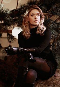 """Rachel Keller as Syd Barrett in Legion "" Rachel Keller, Gloves Fashion, Leder Outfits, Black Leather Gloves, Celebs, Celebrities, Fashion 2020, Leather Fashion, Lady"