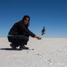 No Salar de Uyuni na Bolívia a gente volta a ser criança. Teve até nerd brincando de jogar vôlei! #NerdsNoSalarDeUyuni Feliz Dia das Crianças!