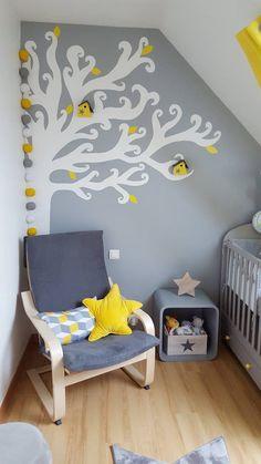 guirlande lumineuse dans une chambre de bébé aux tons jaunes et gris. Avec Guirlande Magic