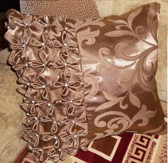 Canadian Smocking, Smocks, Couch Pillows, Decoration, Couture, Decorative Pillows, Elsa, Pillow Covers, Diy And Crafts