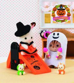 Ven a pasar el Halloween en el Bosque mágico de Sylvanian Families. Nuestros animalitos más queridos también celebran el Halloween, se disfrazan y buscan los trucos más terroríficos. ¿Ya tienes los tuyos? http://www.4kidsandfriends.com/sylvanian-families.html