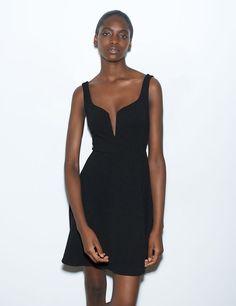 acd951f028222 Robe femme, noir, décolleté v, maille jersey gaufrée, fine bretelles, taille