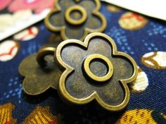 Flower Metal Buttons  Lot 10 Vintage Style REALISTIC 5 by Lyanwood, $6.00