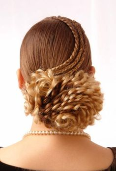 Bridal Hairdo for long hair.Not that I would want this, just wow, that's a lot of work Braided Hairstyles Updo, Curly Bob Hairstyles, Trendy Hairstyles, Wedding Hairstyles, Braided Updo, Hairstyle Braid, Bun Updo, Modern Haircuts, Prom Hair Updo