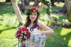 Thinking of a fairytale wedding? Look no further than this Snow White themed shoot, offering inspiration perfect for any princess bride. Photographer Jennifer Sinclair providesthe story behind the pictures