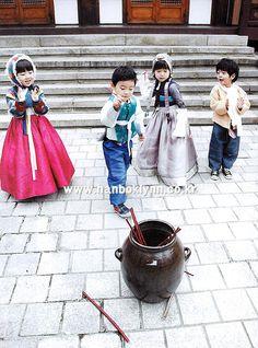 Korean kids wearing 한복 hanbok, Korean traditional costume clothes