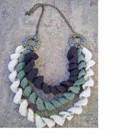 Collar Tejido Al Crochet - Crochet,Ar - Diy Crafts Crochet Necklace Pattern, Knitted Necklace, Diy Necklace, Crochet Earrings, Necklaces, Crochet Art, Love Crochet, Crochet Crafts, Crochet Fabric