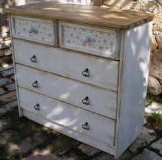http://www.vanillawood.cz/products/komoda-bila-rustikalni-dub-kvet-vzor-bily/
