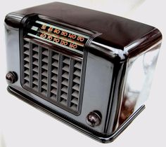 Clarion Bakelite deco radio beautiful chocolate finish obscure model unknown!!