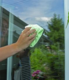 Microvezel doek speciaal voor glas, RVS, spiegels en gladde oppervlakken. Geen extra schoonmaakmiddel nodig, zeer hoogwaardig materiaal. Tot 500 x in de machine wasbaar tot 60°C.