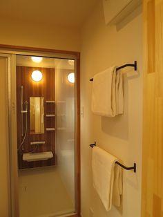 オープンハウス – fizzy – - 名古屋市の住宅設計事務所 フィールド平野一級建築士事務所 Washroom, Bathroom Medicine Cabinet, Room Closet, Laundry Room, My House, Sconces, Wall Lights, House Design, Storage