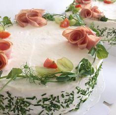 Voikkareita ristiäisiin #kinkkuvoileipäkakku #voileipäkakku #sandwichcake