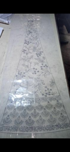 Embroidery craze Zardozi Embroidery, Beaded Embroidery, Embroidery Stitches, Couture Embroidery, Border Embroidery Designs, Floral Embroidery Patterns, Lengha Design, Color Wheel Projects, Dress Design Drawing