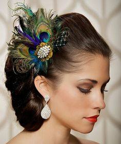 Peacock feathers and diamonds! Peacock Feathers, Peacock Hair, Green Peacock, White Peacock, Black Feathers, Wedding Hair Clips, Wedding Hair Pieces, Peacock Theme, Peacock Decor