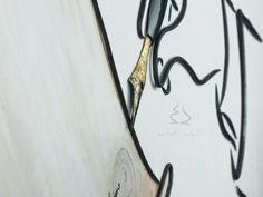 Penna in ferro battuto con punta coperta con foglia oro.