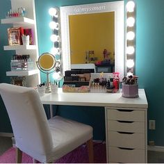 Make/Up desk