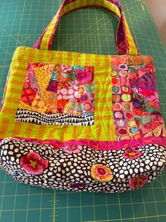 agilejack – agilejack Scrap Fabric Projects, Fabric Scraps, Quilting Projects, Quilting Designs, Patchwork Bags, Quilted Bag, Scrappy Quilt Patterns, Next Bags, Gifts For My Sister